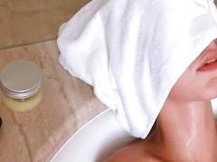 Wet Natasha Shy masturbates with shower head