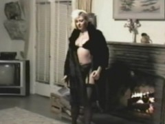 A Retro Solo Hew Video Shows a X-rated Blonde Masturbating